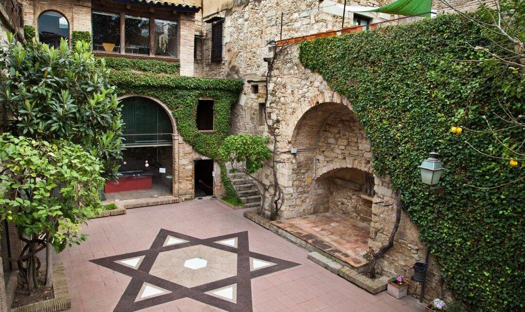Museo_judio_Girona_patio_02-1080x641