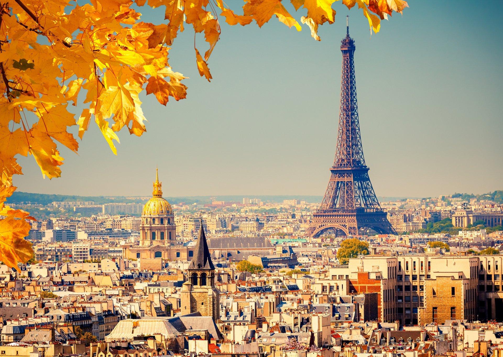 france-paris-la-tour-eiffel-eiffel-tower-franciya-parizh-ejfeleva-bashnya-gorod-panorama-vid-zdaniya-doma-kupola-kryshi-fon-osen-listya-zheltye